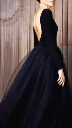 Women's fashion | Black crop top, white tulle skirt, heels, clutch
