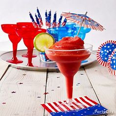 Yum! These frozen strawberry daiquiris are guaranteed to make your 4th of July party a chill zone! Click for recipe.