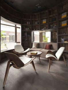 Hans J. Wegner´s Shell Chair works equally well in groups like here or on its own.