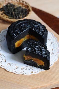 Takesumi (Bamboo Charcoal Powder) Mooncake