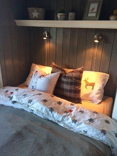 Family Home Interior Cabin Interior Design, House Design, Home Bedroom, Bedroom Decor, Manufactured Home Remodel, Cottage Plan, Cabin Interiors, Home Decor Paintings, Cute Home Decor