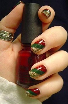 You should prepare your Christmas nail art designs ideas, before Christmas has been and gone!A neat manicure with festive designs can really lift your spirits throughout the season. When your nails… Holiday Nail Art, Christmas Nail Art Designs, Winter Nail Art, Winter Nails, Christmas Design, Holiday Makeup, Fancy Nails, Love Nails, How To Do Nails