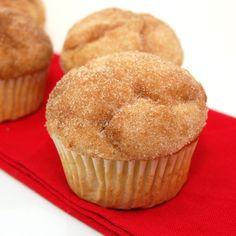 Cinnamon sugar doughnut muffins (ingrediënten: bloem, bakpoeder, zout, nootmuskaat, kaneel, olie/boter, suiker, ei (1 st) en melk) (@ Sweet Peas Kitchen)