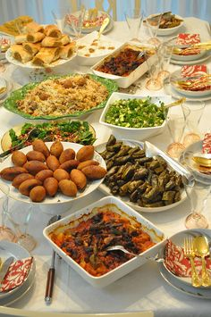 Düğün çorbası, Fırında Etli Patlıcan, Etli Yaprak Sarma, İçli Köfte, Patatesli ve Kıymalı El Açması Börek, Buhara Pilavı, Avakado salatası, Narlı,İncirli,Ispanak Salatası ve Kereviz Salatası, Ev Yapımı Mısır Ekmeği.