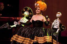 Presenta Astrid Hadad su disco Vivir Muriendo en el Teatro de la Ciudad de México. La vida, el amor y la pasión son temas que aborda la cantante Astrid Hadad en su disco Vivir Muriendo. Foto/Secretaría de Cultura: Antonio Nava