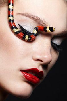 Snakes by Rainwoord and Alexandra Leroy