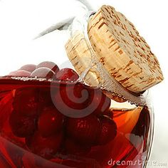 Kidney Cleanse  Cranberry Juice Cleanse  Step 1  Drink 6 to 8 cups of water per day. This will ensure that your blood volume stays high and the active ingredients in your kidney cleanse are rapidly delivered to your kidneys.    Step 2  Drink 1 to 2 cups of unsweetened cranberry juice per day.