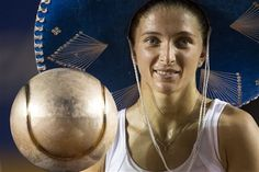 """Italys Sara Errani holds the trophy wearing a typical Mexican """"sombrero"""" after defeating Spains Carla Suarez in the final round match at the Mexico Open WTA tennis tournament in Acapulco, Mexico, Saturday, March 2, 2013. (AP Photo/Christian Palma)"""