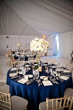 navy tables clothes and white flowers....lovely
