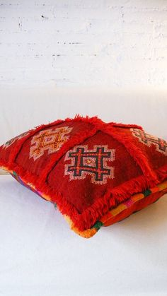Berber Kilim pillow cover Each of pillow cover is cut from an old carpet/kilim Moroccan and each one is unique.Recess to stuffing.: Size 45x45 cm (approximately).: Material: Wool.: Handmade in MoroccoThese pillow are sent without filling for comfort. Unstuffed pillow are smaller, lighter./. Please allow 3 working days before it is ready to ship.