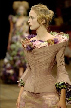 Alexander McQueen Eyrolles  I want to look like the white witch!...:(
