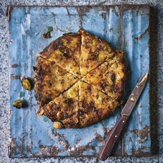 Brussels sprout, leek and potato cake recipe Sprout Recipes, Potato Recipes, New Recipes, Cake Recipes, Vegetarian Picnic, Vegetarian Recipes, Healthy Recipes, Summer Lunch Recipes, Classic Chicken Recipe