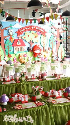 Little Red Riding Hood Birthday Party by Cupcakes Moment via http://www.onecharmingday.com/  Party backdrop