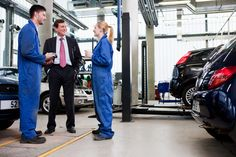 A Look at Careers in the Auto Industry: 4 Attributes of Successful Body Shop Managers