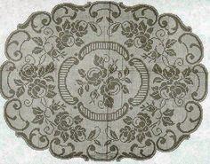 Hobby lavori femminili - ricamo - uncinetto - maglia: Bellissimo copri tavolo con fiori e foglie