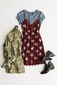 I love the idea of layering dresses and shirts, I just need a dress to do it with! I love the idea of layering dresses and shirts, I just need a dress to do it with! Grunge Fashion, Look Fashion, 90s Fashion, Fashion Outfits, Womens Fashion, Nerd Fashion, Look Boho, Look Chic, Mode Grunge