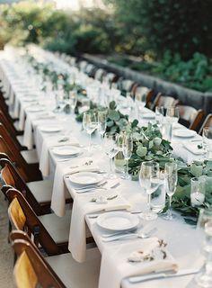 elegant wedding table setting ideas with greenery garland