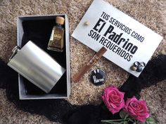 Diseño de kit para padrinos de boda #invitacionespersonalizadas #licorera…