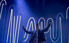 O vocalista e guitarrista Alex Turner durante show do Arctic Monkeys em São Paulo