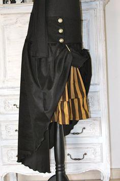 jupe en velours noir et jupon rayé