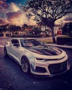 Chevrolet Camaro - I would give everything to get in this car🖤 - carporn Camaro Zl1, Camaro Chevy, Car Chevrolet, Corvette, Cool Sports Cars, Sport Cars, Cool Cars, Sports Car Wallpaper, Lux Cars