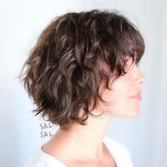 Layered Messy Bob For Wavy Hair hair 60 Short Shag Hairstyles That You Simply Can't Miss Short Shag Hairstyles, Shaggy Haircuts, Haircuts For Curly Hair, Curly Hair Cuts, Short Curly Hair, Hairstyles Haircuts, Curly Hair Styles, Medium Hairstyles, Wedding Hairstyles