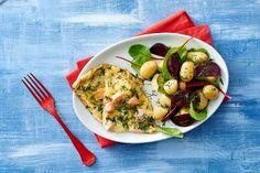 Kijk wat een lekker recept ik heb gevonden op Allerhande! Zalmfrittata met bieten-aardappelsalade