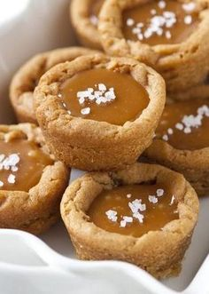 Salted Caramel Cookie Cups … refrigerated peanut butter cookies are the quick-prep start for these sweet-and-salty single serve desserts. Köstliche Desserts, Delicious Desserts, Dessert Recipes, Yummy Food, Caramel Shortbread, Salted Caramel Cookies, Salted Caramels, Carmel Cookies, Homemade Caramels