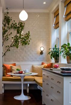Love this small kitchen nook! breakfast nook, built in banquette, built in bench cushion, kitchen solutions, white subway tile Kitchen Corner, New Kitchen, Kitchen Dining, Kitchen Decor, Kitchen Seating, Cozy Kitchen, Kitchen Banquette, Kitchen Small, Cafe Seating