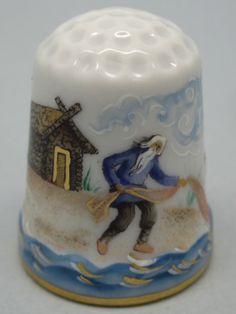 """Rusia, porcelana pintada a mano, Asociaciión Etude: Galina Gorbanova. El Cuento de Aleksander Pushkin, """"El viejo y el pescado"""". Thimble-Dedal-Fingerhut."""