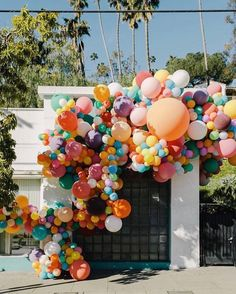 The Organic Balloon Arch - Geronimo Balloons Installations Balloon Garland, Balloon Decorations, Balloon Arch Diy, Baloon Backdrop, Rainbow Balloon Arch, Ballon Arch, Baby Balloon, Wedding Decorations, Ballon Arrangement