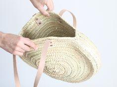 cesto redondo de palma con asa de cuero. moroccan basket. natural basket. panier marocain. dar amïna shop