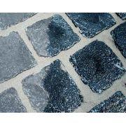 Epóxi Remover 1L - Dupox Akemi.  Produto a de base solvente, livre de ácidos, especialmente desenvolvido para remoção de resíduos de resinas epóxi não retirados adequadamente durante a aplicação. Indicado para pedras naturais e artificiais como mármores, granitos, quartzitos, limestones, concreto, porcelanatos e pisos cerâmicos. Dissolve facilmente o filme da resina, sendo eliminado por lavagem com ação mecânica. É um produto semi-viscoso, fácil de aplicar em superfícies verticais.