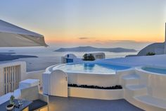 Dreams Luxury Suites in Greece, member of the Aqua Vista Hotels Group, is making big news – and not only due to its stunning panoramic views over Santorini. Imerovigli Santorini, Santorini Villas, Santorini Greece, Mykonos, Santorini Island, Luxury Villa, Luxury Life, Luxury Suites, Bungalows
