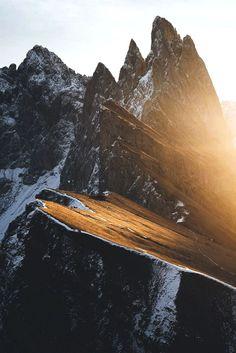 L〰Magical Sunrises By Hannes Becker