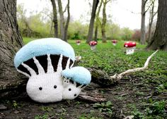 Make room for Jumbo Mushrooms! New knitted design from Mochimochi Land