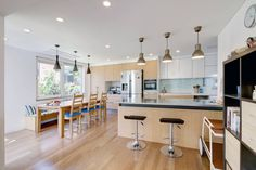 11 cozinhas com balcão para te ajudar a planejar a sua (De Patricia Smaniotto)