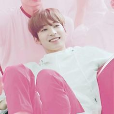 boy in pink i love - - follow @nielwannaong - - cr:@bonniechc - #wonwoo #wonwoo17 #jeonwonwoo #seventeen Woozi, Jeonghan, Blue Aesthetic, Kpop Aesthetic, Won Woo, Seventeen Wonwoo, Pink Photo, Pledis 17, Team Leader