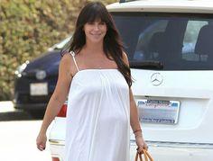 Jennifer Love Hewitt luce su embarazo por las calles de Brentwood ~ ActorsZone