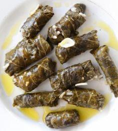 Γιαπράκια από κυκλαμινόφυλλα με φάβα, από τη Σύμη - gourmed.gr