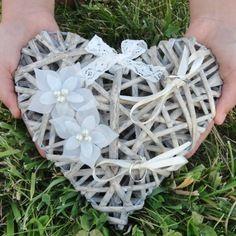 Porte alliances coeur de rotin & fleurs de soie ivoire mariage