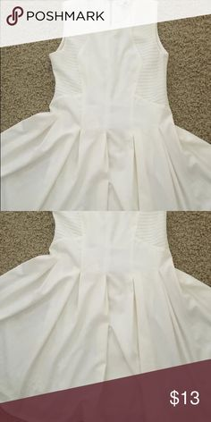 Beautiful white dress Never been worn, super flattering and nice material Dresses