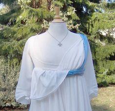 In the Georgian period (1714- 1811) maternity clothes became more practical. The billowing fabric found in the Adrienne dress was again used in this era to accommodate changing bodies, but bibs were added at the bust line to permit breast feeding.