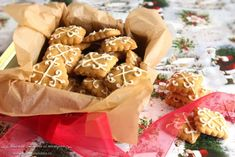Biscuiti cu miere si martipan Romanian Food, Romanian Recipes, Almond Paste, Marzipan, Sweet Life, Graham Crackers, Biscotti, Gingerbread Cookies, Caramel
