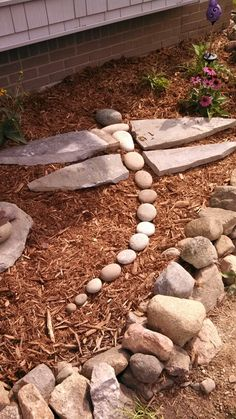 Dragonfly Rock art DIY Garden Yard Art When growing your own lawn yard art, recycled and up cycled m Garden Yard Ideas, Diy Garden, Garden Crafts, Dream Garden, Lawn And Garden, Garden Projects, Backyard Ideas, Garden Path, Creative Garden Ideas