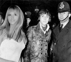 Kim Kerrigan with Keith Moon, London Kim Moon, Divorce Court, British Invasion, Press Photo, First Girl, Pop Fashion, Vintage Fashion, Summer Of Love, Rock Bands