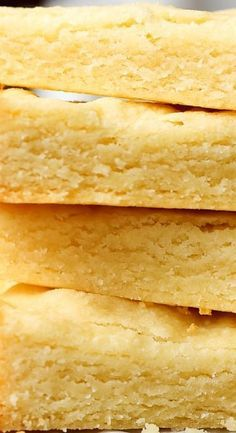 This super easy 3 Ingredient Shortbread Recipe is so simple and buttery with the perfect hint of sweetness. Easy & delicious shortbread cookies for the win! Traditional Shortbread Recipe, Best Shortbread Cookie Recipe, Walkers Shortbread Cookies, Gluten Free Shortbread Cookies, Popular Cookie Recipe, Scottish Shortbread Cookies, Chocolate Shortbread Cookies, Buttery Cookies, Shortbread Recipes