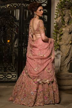 Latest and elegant bridal wears collection by Nida Azwer - Pakistani Bridal Wear Online Indian Bridal Lehenga, Pakistani Bridal Wear, Pakistani Dresses, Indian Dresses, Bridal Lenghas, Walima, Indian Wedding Outfits, Bridal Outfits, Indian Outfits