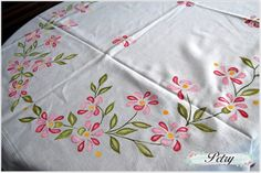Rose Embroidery, Hand Embroidery Stitches, Embroidery Patterns, Embroidery Suits, Saree Painting, Dress Painting, Fabric Colour Painting, Bed Sheet Painting Design, Fabric Paint Designs