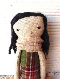 Muñeca realizada en algodón con pelo azul por AntonAntonThings